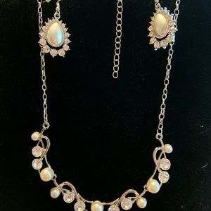 Jewelry - Pearls and rhinestone necklace earring set